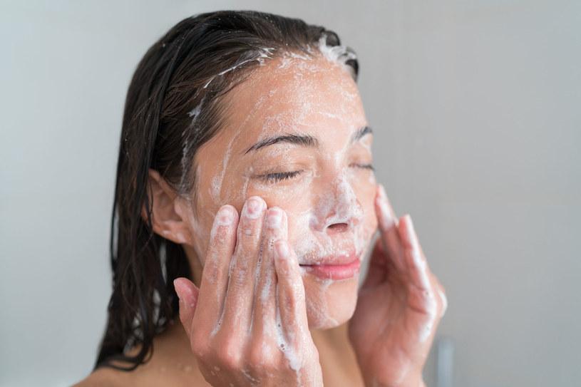 Po użyciu mydła, skóra staje się napięta i sucha... /123RF/PICSEL