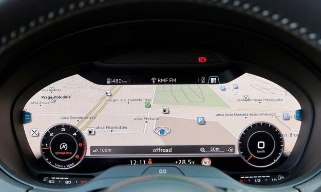 """Po wciśnięciu przycisku """"View"""" oba zegary stają się małe, a na ekranie dominuje np. mapa. /Motor"""