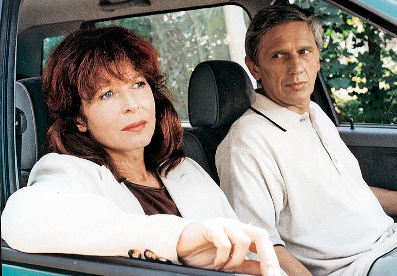 Po wielu latach Zarychta spotkała swoją wielką miłość – Jerzego (Jan Englert). Dopiero wtedy wyznała mu, że mają syna /PAT /Świat Seriali