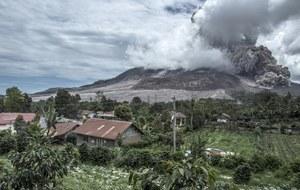 Po wybuchu wulkanu Sinabung ewakuowano ponad 10 tys. ludzi