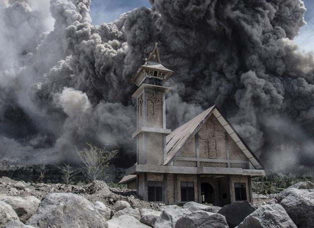 Po wybuchu wulkanu Sinabung ewakuowano ponad 10 tys. ludzi /SUTANTA ADITYA  /East News