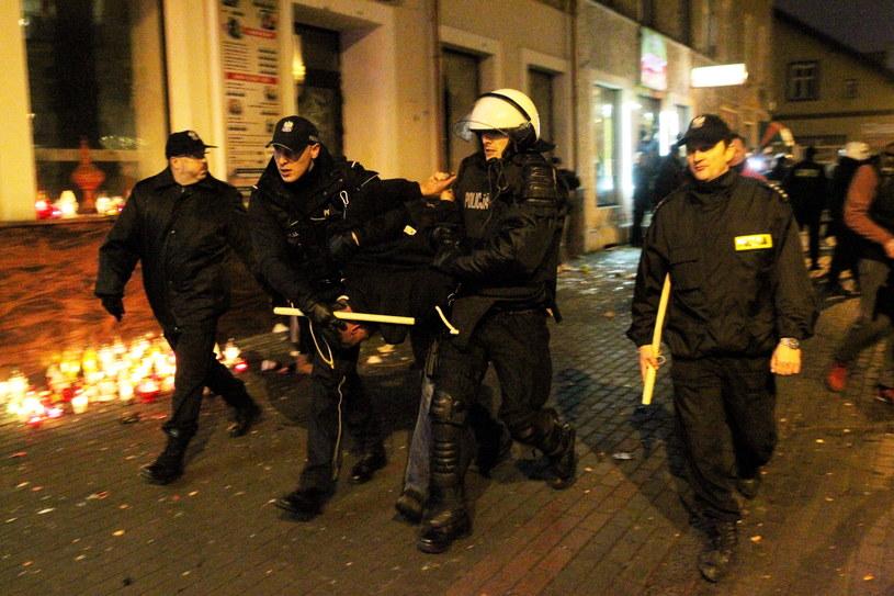 Po zabójstwie 21-latka przed lokalem z kebabem doszło do zamieszek /Tomasz Waszczuk /PAP