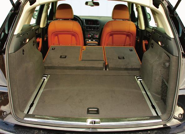 Po złożeniu foteli pojemność wzrasta do 1560 l. Pod podłogą – koło dojazdowe. /Motor
