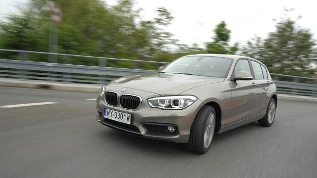 Po zmianach najmniejsze BMW prezentuje się bardziej agresywnie. W opcji pojawiły się w pełni diodowe reflektory. /Motor