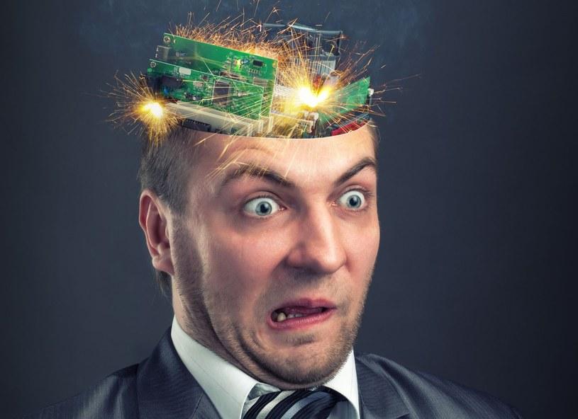 Pobudzanie obszarów mózgu prądem elektrycznym o bardzo niskim napięciu staje się coraz bardziej popularne wśród pasjonatów gier komputerowych (zdjęcie ilustracyjne) /©123RF/PICSEL