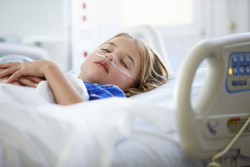 Pobyt w szpitalu to duży stres dla dziecka /©123RF/PICSEL