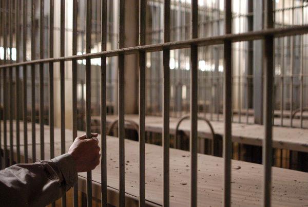 Pobyt za kratkami pogarsza perspektywy zawodowe /AFP