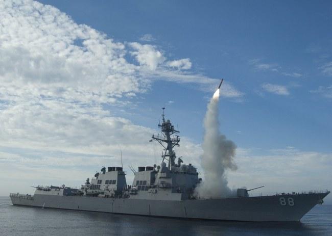 Pocisk Tomahawk wystrzeliwany z pokładu niszczcyciela USS Preble, zdj. archiwalne /US NAVY/MC1 WOODY SHAG PASCHALL /PAP/EPA