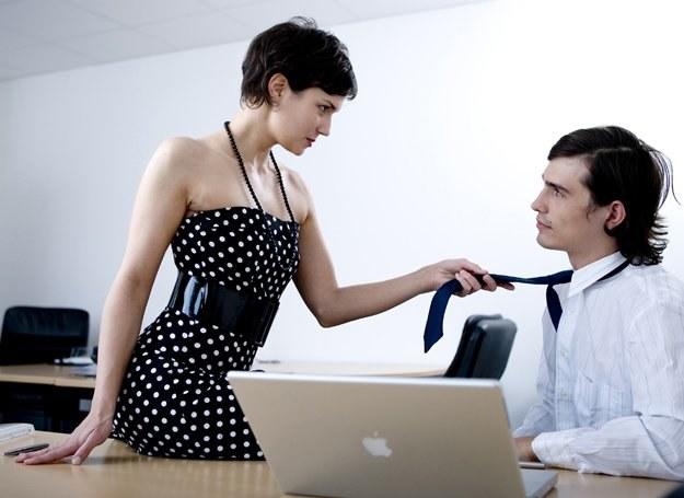 Początki biurowego romansu mogą być bardzo ekscytujące