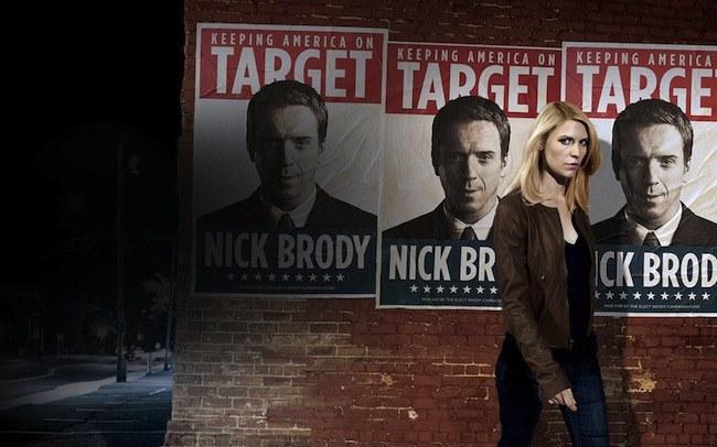 Początkowo scenarzyści planowali uśmiercić Nicka w 1. serii. Zmienili zdanie, gdy okazało się, że widzowie polubili relację, jaka rozwinęła się między nim a Carrie (Claire Danes). /materiały prasowe
