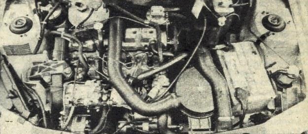 Pod maską tłok. Tym niemniej najważniejsze elementy, jak rotacyjna pompa wtryskowa, wtryskiwacze czy rozrusznik i alternator, są łatwo dostępne. /Motor