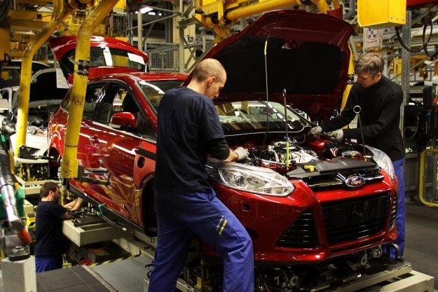 Pod maski samochodów trafiają coraz mniejsze silniki /