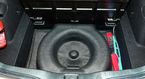 Pod podłogą jest jeszcze schowek i miejsce na koło zapasowe. (kliknij, żeby powiększyć) /Motor