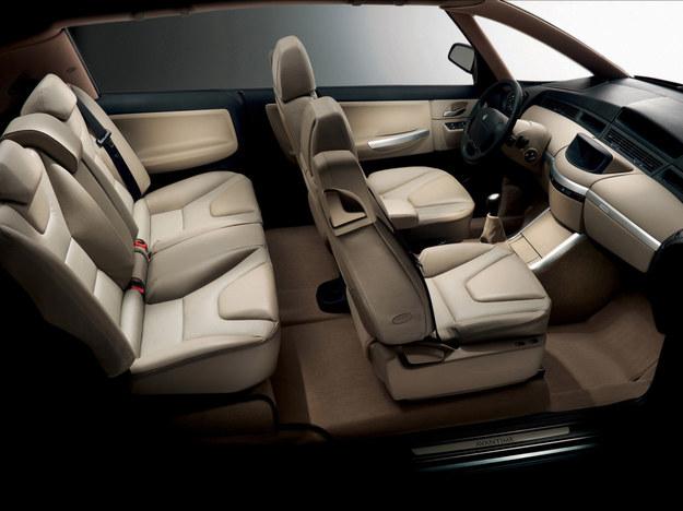Pod względem ilości miejsca temu autu dorównać mogą tylko przedłużone wersje limuzyn. Avantime będzie można wyposażyć w odtwarzacz DUD i w ekrany osadzane w zagłówkach. /Renault
