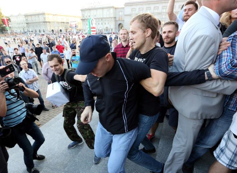 Podczas akcji doszło do przepychanek między milicją a uczestnikami /TATYANA ZENKOVICH  /PAP/EPA