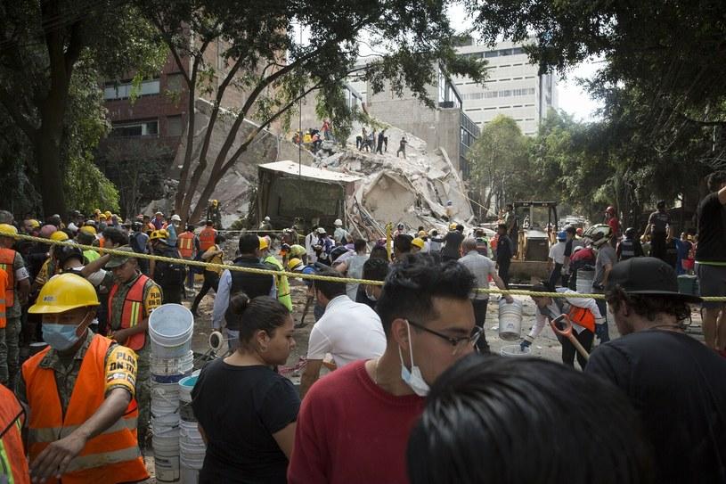 Podczas akcji ratunkowej pracowali mieszkańcy okolic /    Francois Pesant /East News