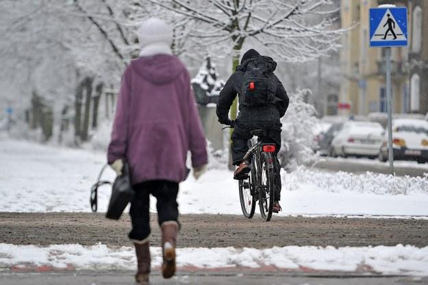 Podczas du,żych mrozów widywaliśmy pedałujących ulicami miast śmiałków /Fot. Lukasz Szelemej /East News