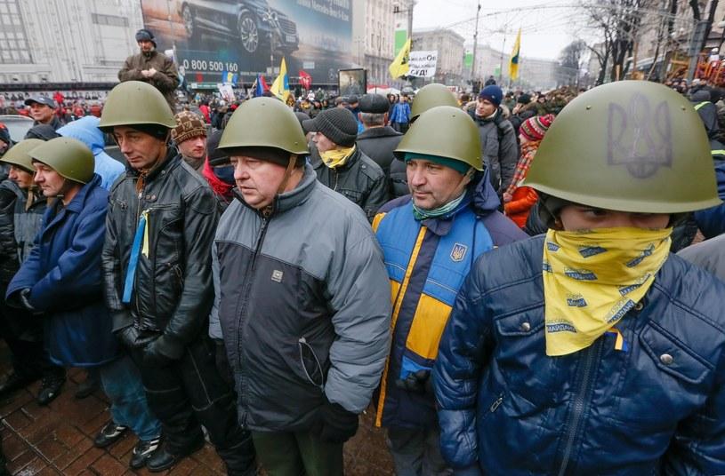 Podczas niedzielnego protestu co najmniej kilkanaście osób zostało rannych. /PAP/EPA