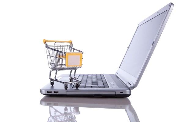 Podczas niektórych zakupów taki inteligetny wózek naprawdę byłby przydatny /©123RF/PICSEL