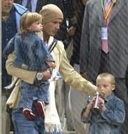 Podczas przymusowej przerwy Becks miał więcej czasu dla synów /AFP