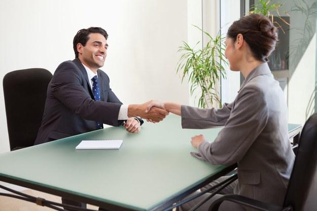Podczas rozmowy kwalifikacyjnej trzeba zachować spokój, mówić prawdę i pozostać sobą /123RF/PICSEL
