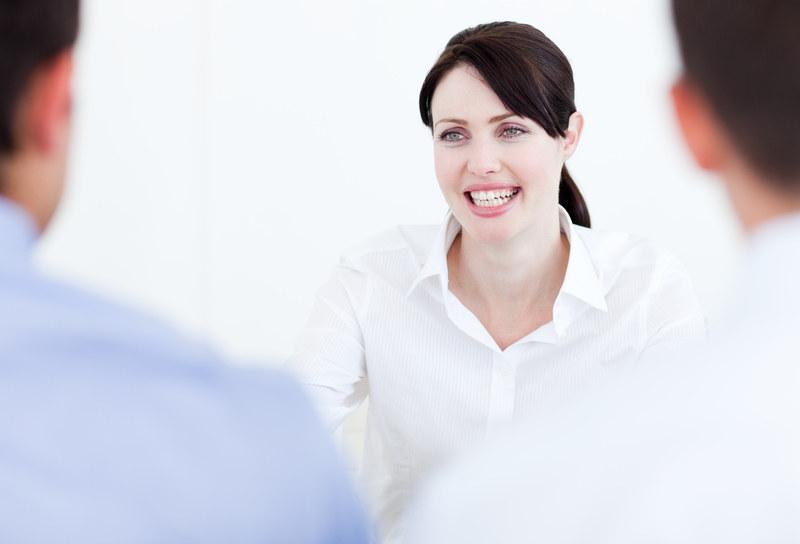 Podczas rozmowy o pracę bądź pewna siębie, ale nie arogancka. Zachowuj się naturalnie  /© Panthermedia