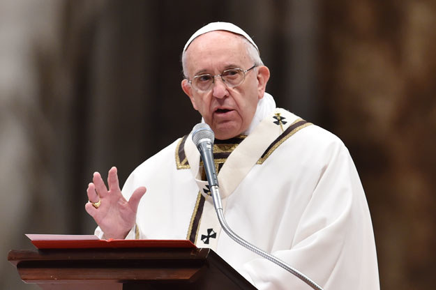 """""""Podejmijmy trud przekazania Bożego miłosierdzia wszystkim ludziom"""" /AFP"""