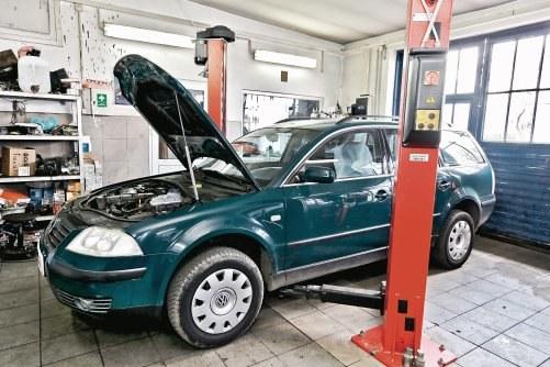 Podejrzenia uszkodzenia uszczelki pod głowicą podczas zakupu okazały się słuszne. Po 23 tys. km auto trzeba było naprawić. /Motor