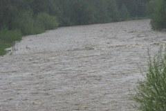 Podhale w deszczu. Kipi Biały Dunajec
