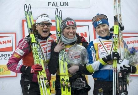 Podium PŚ w sezonie 2008/09 (od lewej): Majdić, Kowalczyk, Saarinen /AFP