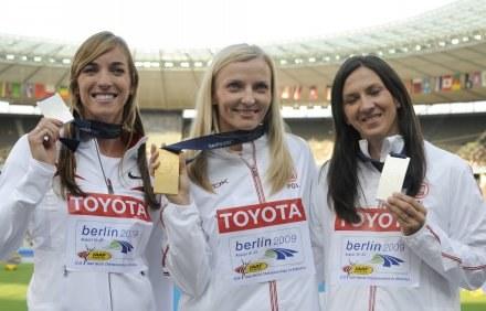 Podium skoku o tyczce: Chelsea Johnson, Anna Rogowska i Monika Pyrek /AFP