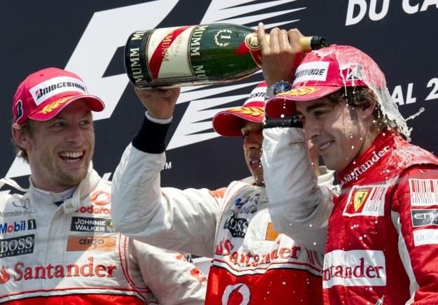 Podium wyścigu w Montrealu. Od lewej Jenson Button, Lewis Hamilton i Fernando Alonso /AFP