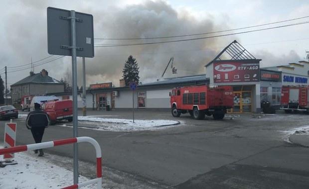 Podkarpacie: Pożar w kompleksie handlowym w Pilźnie