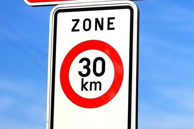 Podobne strefy ograniczenia istnieją w niektórych miastach europejskich / Fot Frederic Sierakowski /East News