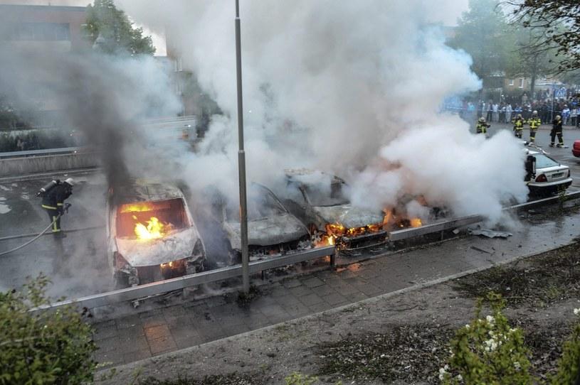 Podpalone samochody /PAP/EPA