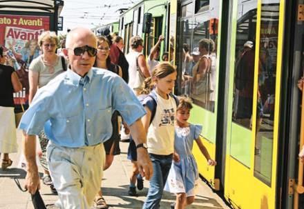 Podróż komunikacją miejską kosztuje poznaniaków wiele nerwów i zdrowia/fot. Marek Zakrzewski /EchoMiasta_Poznań
