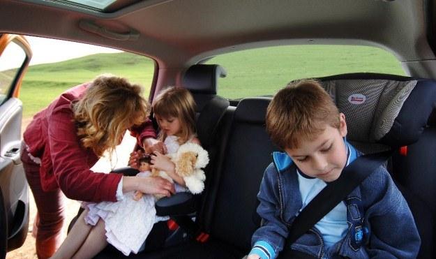 Podróż z dziećmi bywa trudna /