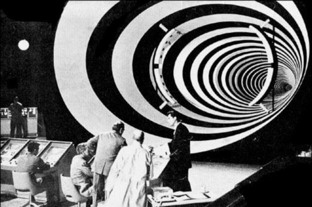 """Podróże w czasie niemożliwe? Kadr z serialu """"The Time Tunnel"""" /materiały prasowe"""