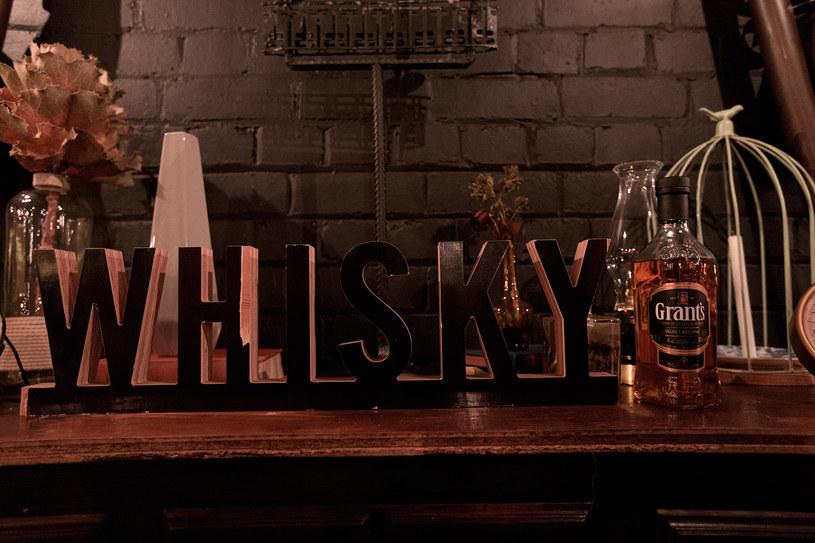 Podstawą Whisky Grant's jest mieszanka starannie dobranych whisky grain oraz single malt. /materiały prasowe