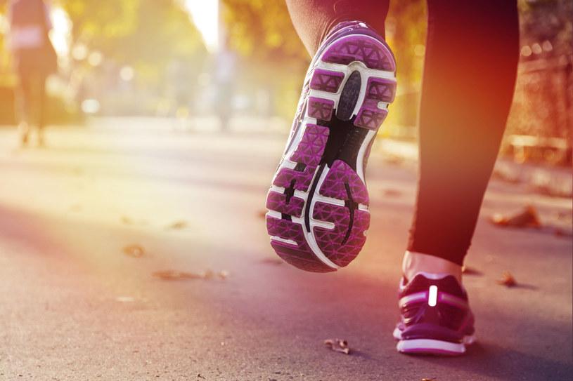 Podstawowa zasada: buty muszą być o 1-2 numery większe od tych, które nosisz na co dzień /©123RF/PICSEL