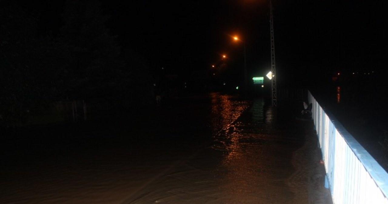 Podtopione ulice po ulewie w Leśnej