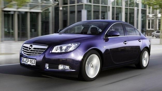 Podwójnie turbodoładowany diesel generuje moc 195 KM i maksymalny moment obrotowy 400 Nm. /Opel