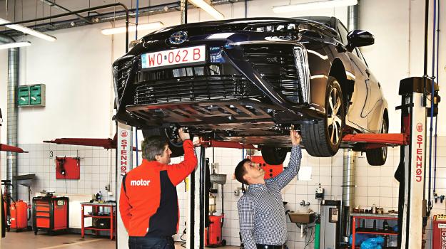 Podwozie Toyoty jest bardzo podobne do rozwiązania stosowanego w modelu Prius. /Motor