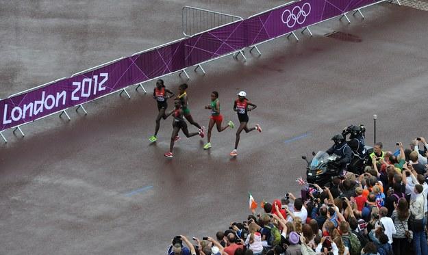 Pogoda nie była sprzymierzeńcem uczestniczek maratonu /AFP