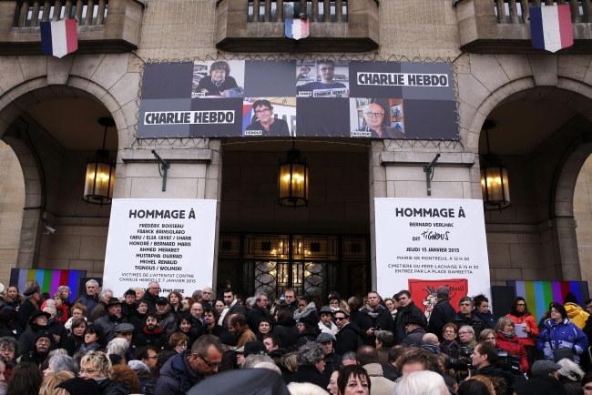 """Pogrzeb jednej z ofiar zamachu na """"Charlie Hebdo"""", rysownika Bernarda Verlhaca /YOAN VALAT  /PAP/EPA"""