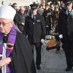 """Pogrzeb Piotra Szczęsnego. Na cmentarzu zabrzmiała piosenka """"Kocham wolność"""""""