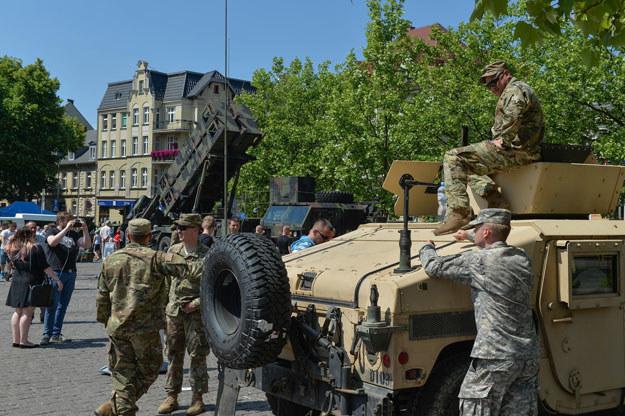 Pojazd typu hummer najechał na tył drugiego hummera (zdjęcie ilustracyjne) /Gerard /Reporter