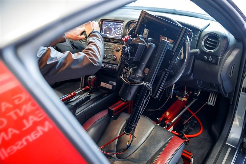 Pojazd wyposażony jest w roboty odpowiedzialne za sterowanie /INTERIA.PL/informacje prasowe