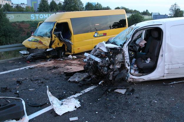 Pojazdy rozbite w wypadku /Tomasz Waszczuk /PAP