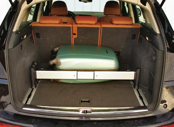 Pojemność bagażnika: 540 l. Widoczna przesuwana aluminiowa belka to opcja. /Motor
